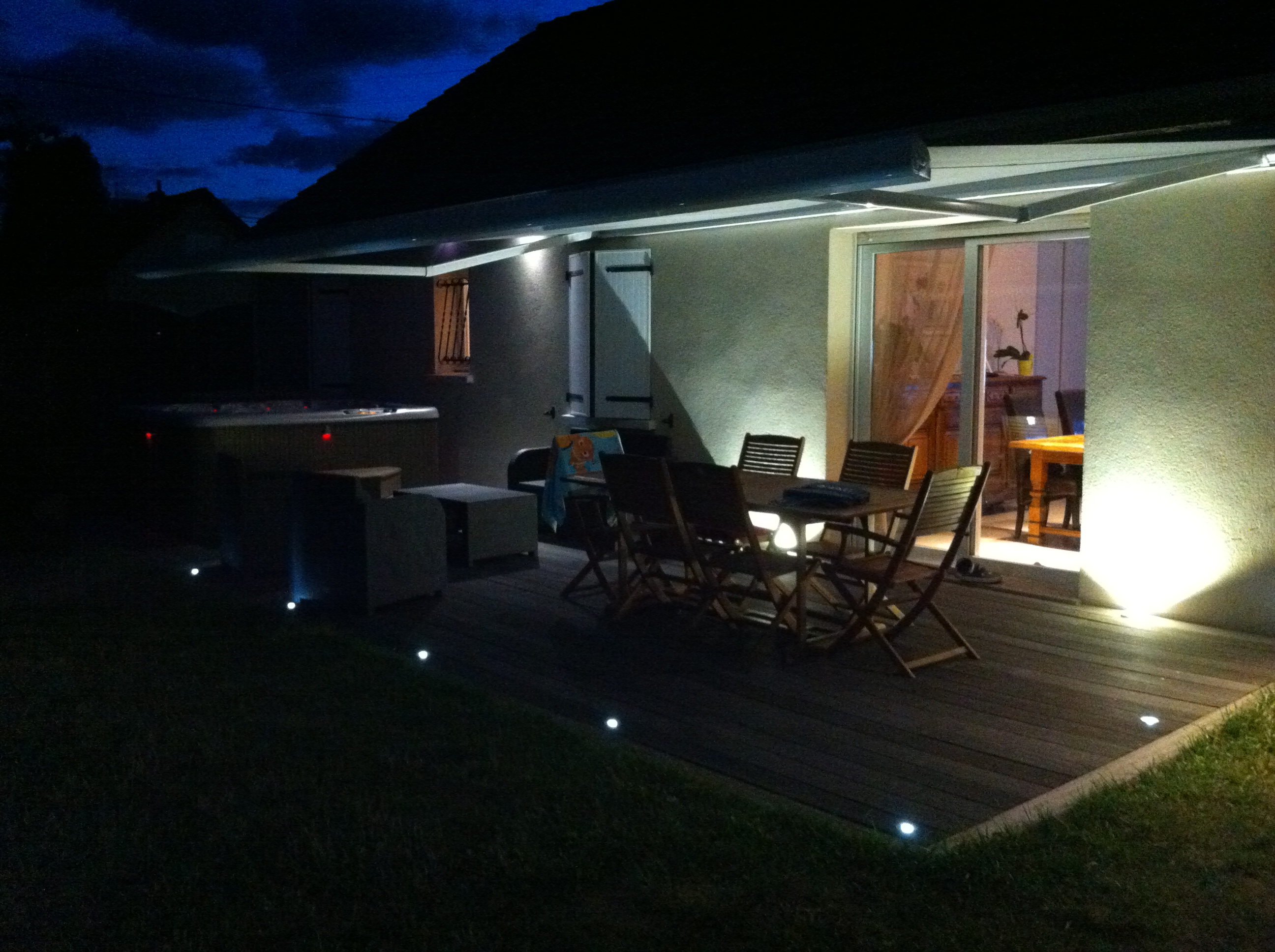 Eclairage terrasse ext rieure avec spots led lc electricit for Lumiere terrasse led