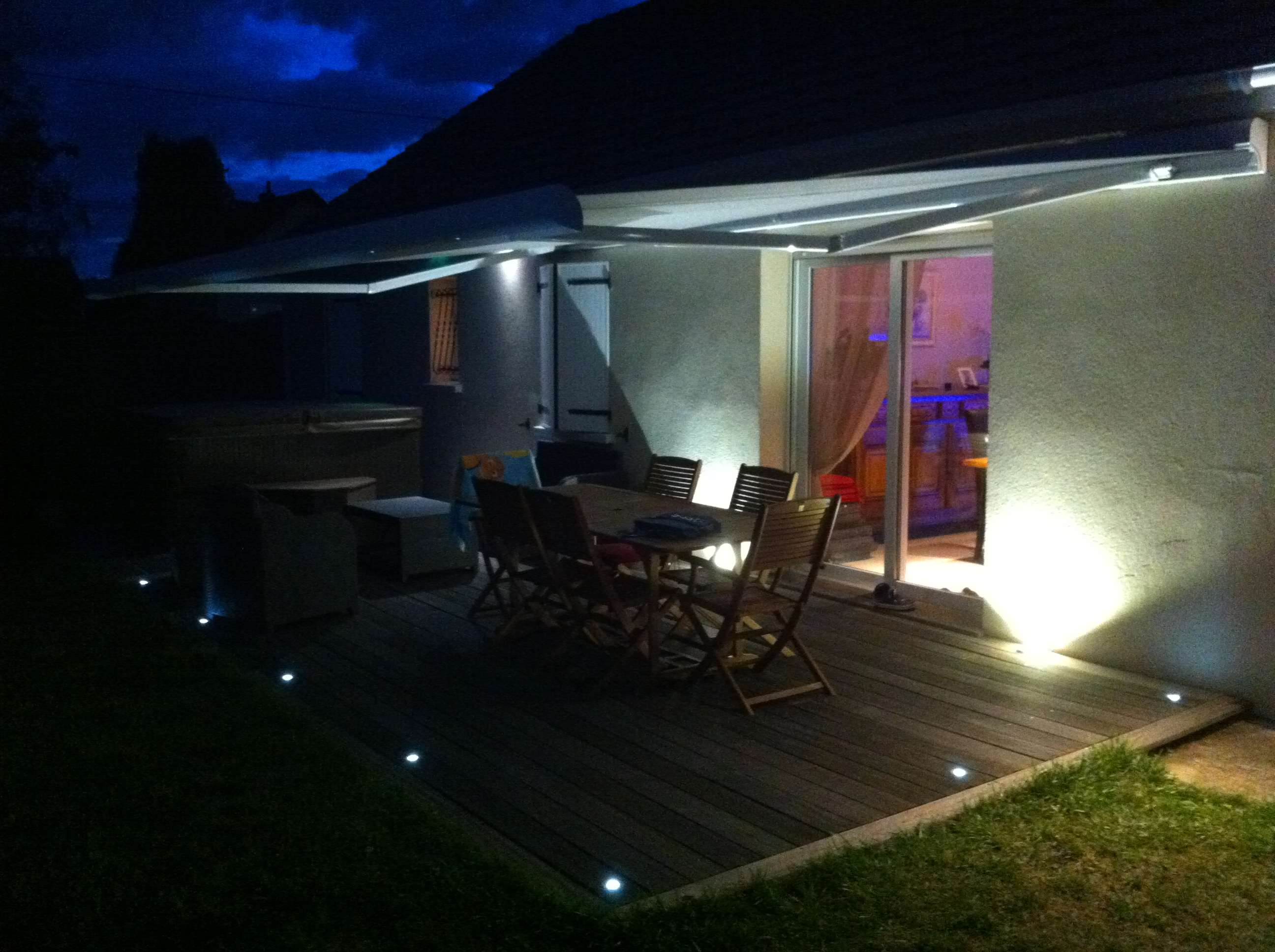 Eclairage terrasse ext rieure avec spots led lc electricit for Lumiere led terrasse